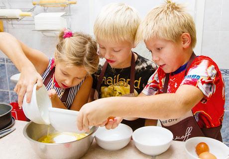 (18+) Актрисы из популярного сериала  Кухня  (49 фото)
